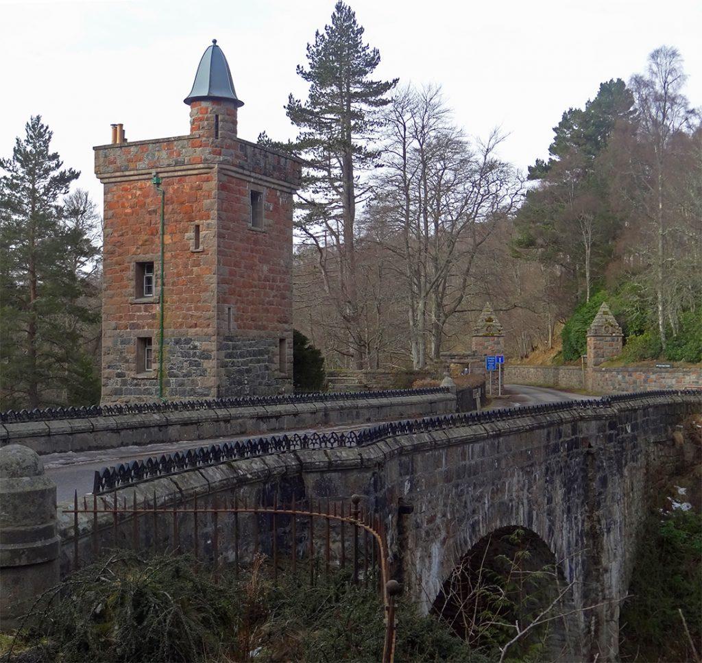 Bridge O'Ess and Tower Lodge01143